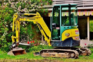 How to know when to hire a professional groundworks contractor