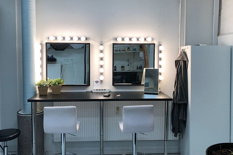 vanity mirror makeup room