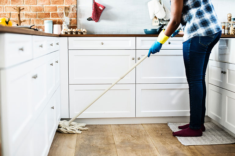 Setting a realistic cleaning schedule for busy moms